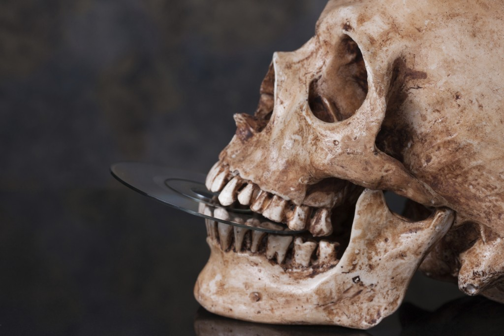 Skull_and-DVD-1024x682