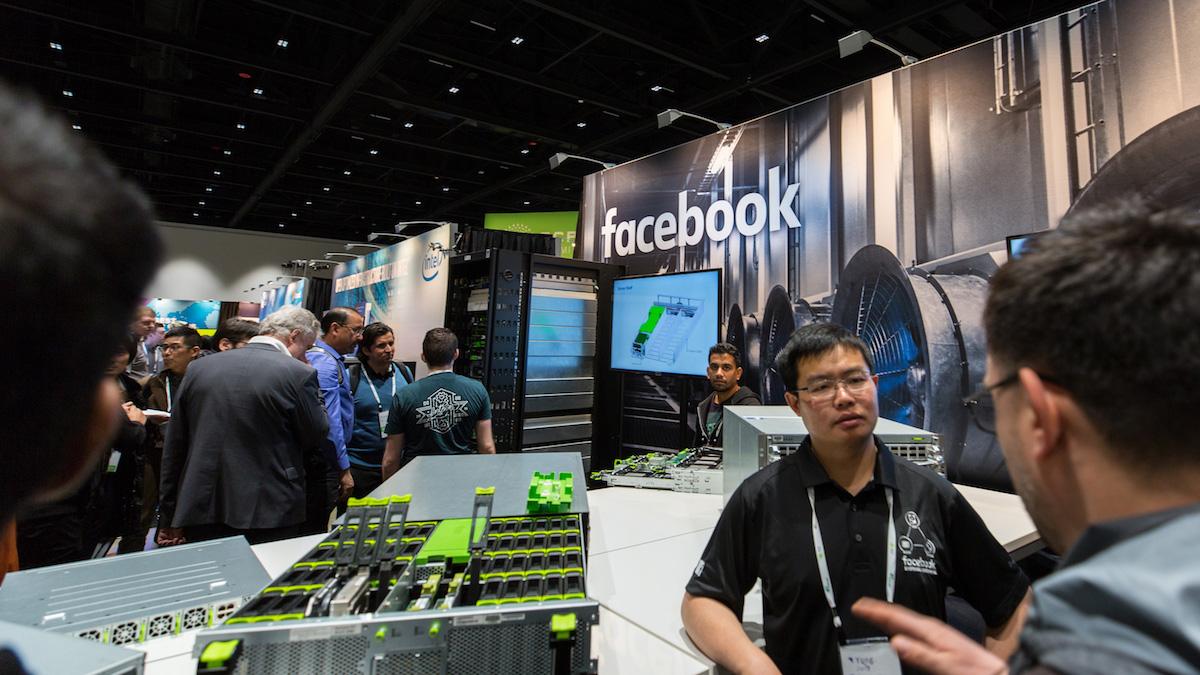 Estantes de Facebook llenos de Seagate Exos unidades OCP 2018